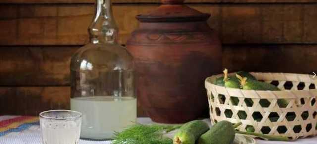 Мутный самогон или прозрачный ставим на стол на радость гостям