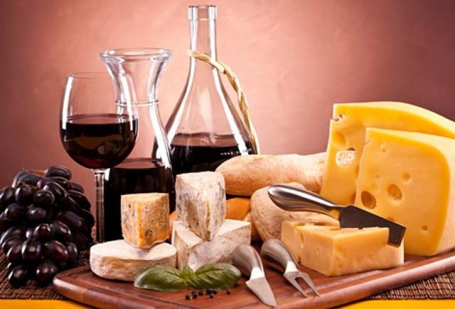 Вино и сыр: какие вина нужно сочетать с какими сырами