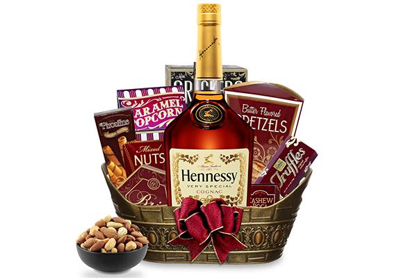 Алкоголь в подарок: как оформить коньяк, виски, вино