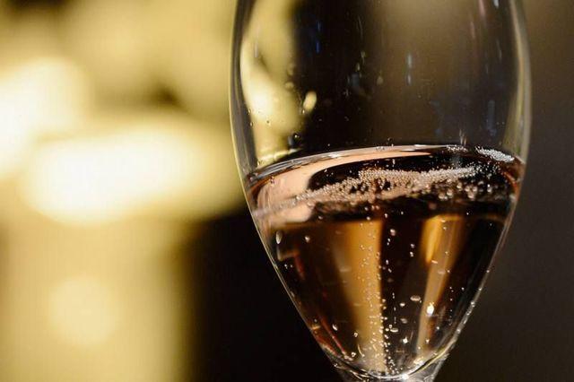 Игристое вино в домашних условиях: различные рецепты напитка