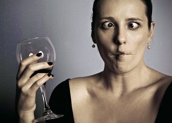 Почему вино превращается в уксус, как убрать кислоту из вина