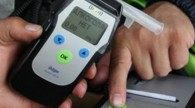 Как выбрать алкотестер для личного пользования: рейтинг приборов