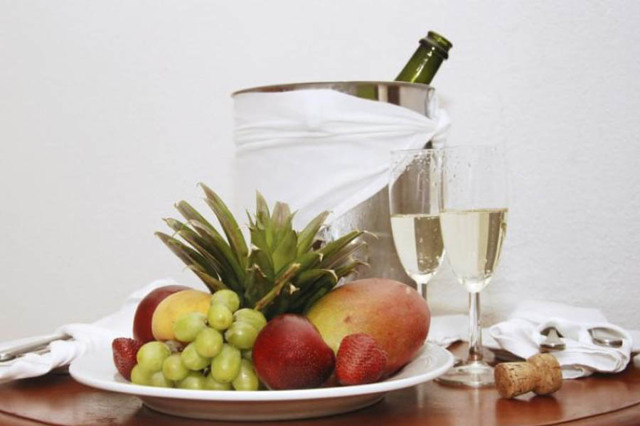 С чем пьют шампанское: виды закусок с фото и видео