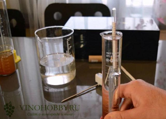 Как пользоваться спиртометром: оптическим, бытовым, цифровым