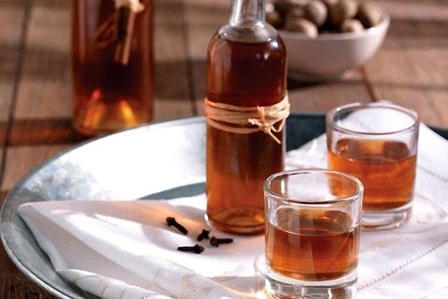 Вино,самогон,водка,настойки,ликеры,наливки,коньяки: книга с 600 рецептами домашнего алкоголя