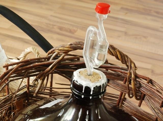 Гидрозатвор для браги - важный элемент самогоноварения