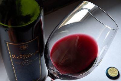Испанское красное вино темпранильо из сорта винограда tempranillo