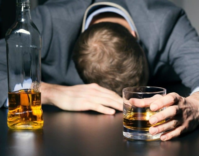 Распад алкоголя в крови: сколько времени выводится из организма