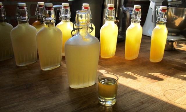 Настойка лимончелло, приготовленная в домашних условиях