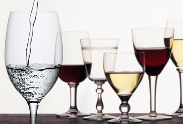 Вино и вода: правила разбавления, использование разбавления вина