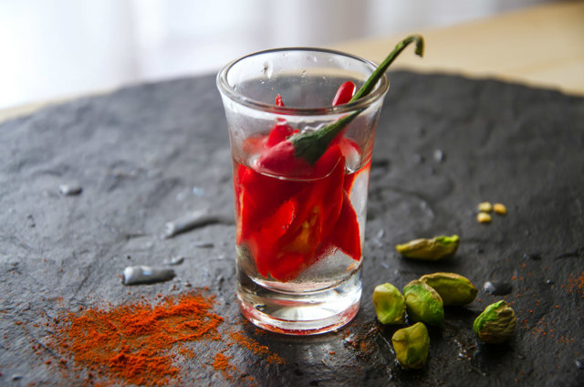 Водка с перцем от простуды: как использовать алкоголь в лечении
