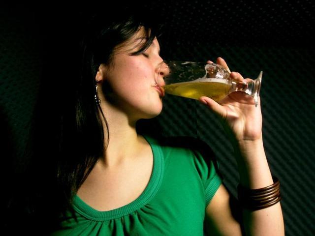 Пивной алкоголизм у мужчин и женщин: как избавиться от болезни