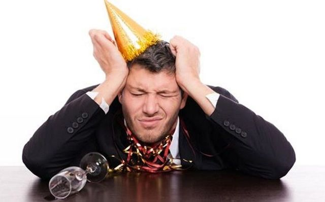 Болит голова с похмелья - это верный признак алкогольной интоксикации