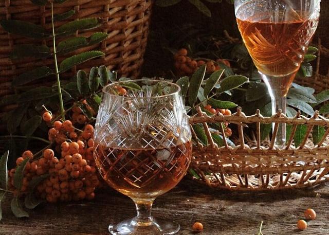 Настойка на рябине на самогоне: лучшие рецепты приготовления