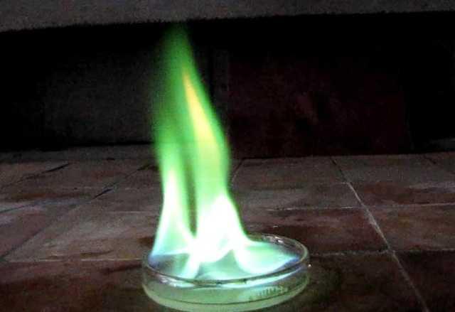 Горит ли водка, какой алкоголь должен гореть если поджечь