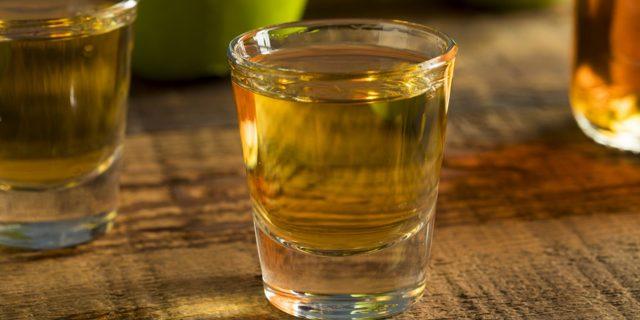 Чем запивать водку и чем закусывать: полезные рекомендации