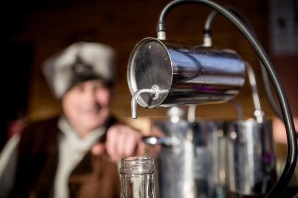 Очистка самогона содой: изучим процесс воздействия щелочи на сэм