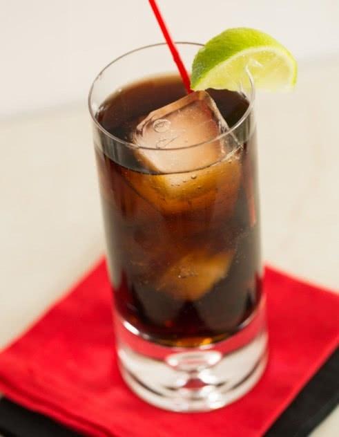 Водка с колой и другие алкогольные коктейли на основе газировки