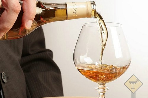 С чем пьют бренди и как употреблять этот напиток правильно