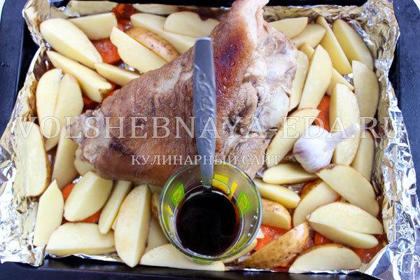 Рулька в пиве: как приготовить по-чешски печено вепрево колено