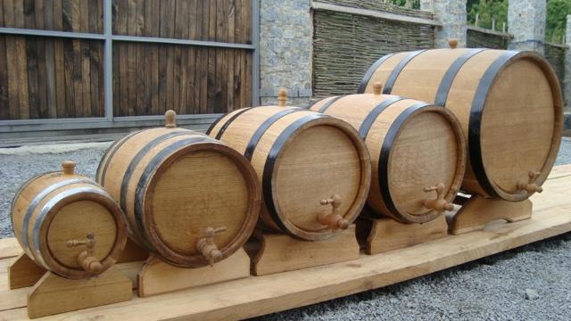 Вино из шиповника в домашних условиях: рецепт с дрожжами и без