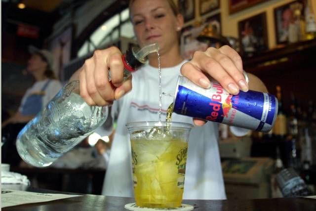 Водка с энергетиком: последствия употребления алкогольных коктейлей