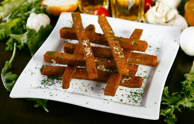 Сухарики в духовке из белого, черного хлеба, как сделать дома