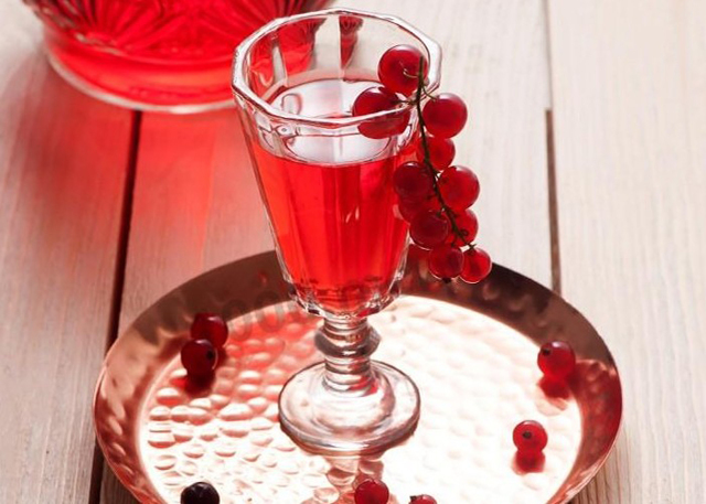Домашняя наливка из красной смородины: простые рецепты