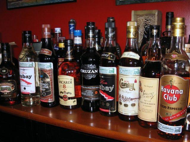 С чем пьют ром Бакарди, коктейли на основе популярного рома
