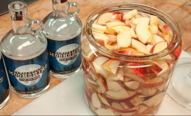 Самогон из яблок: представляем лучшие рецепты изготовления