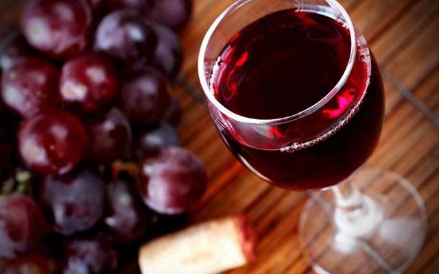 Красное вино и давление человека безусловно связаны между собой