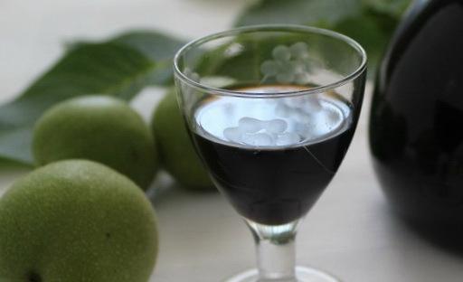 Настойка из фундука на водке: рецепты и назначение напитка