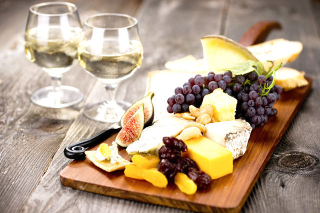 Закуски к вину: приготовление, употребление и сочетание